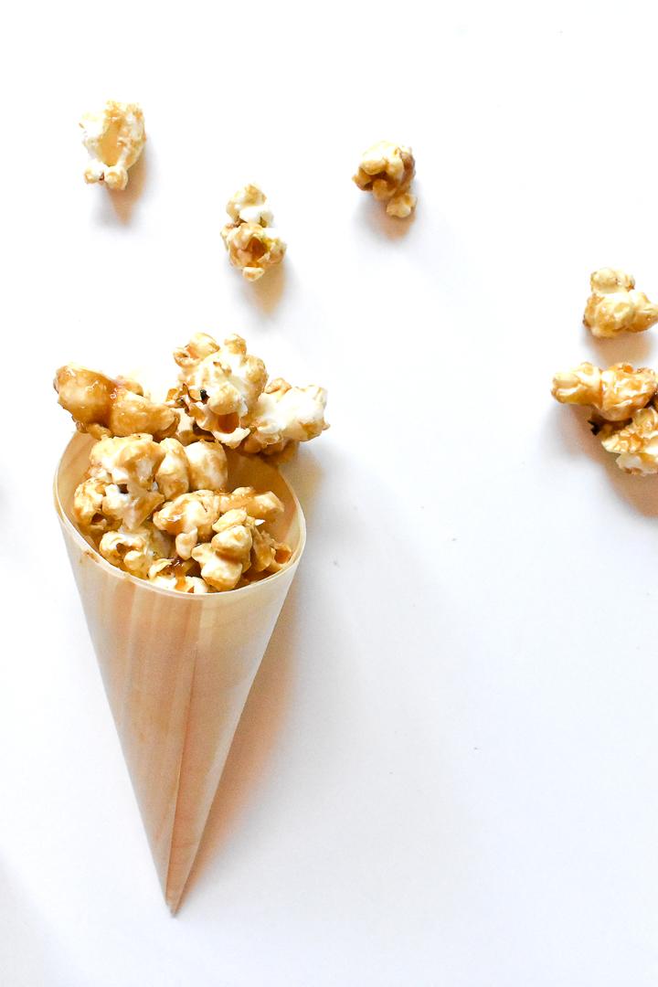 {Gluten Free} Caramel & Salt Popcorn 1