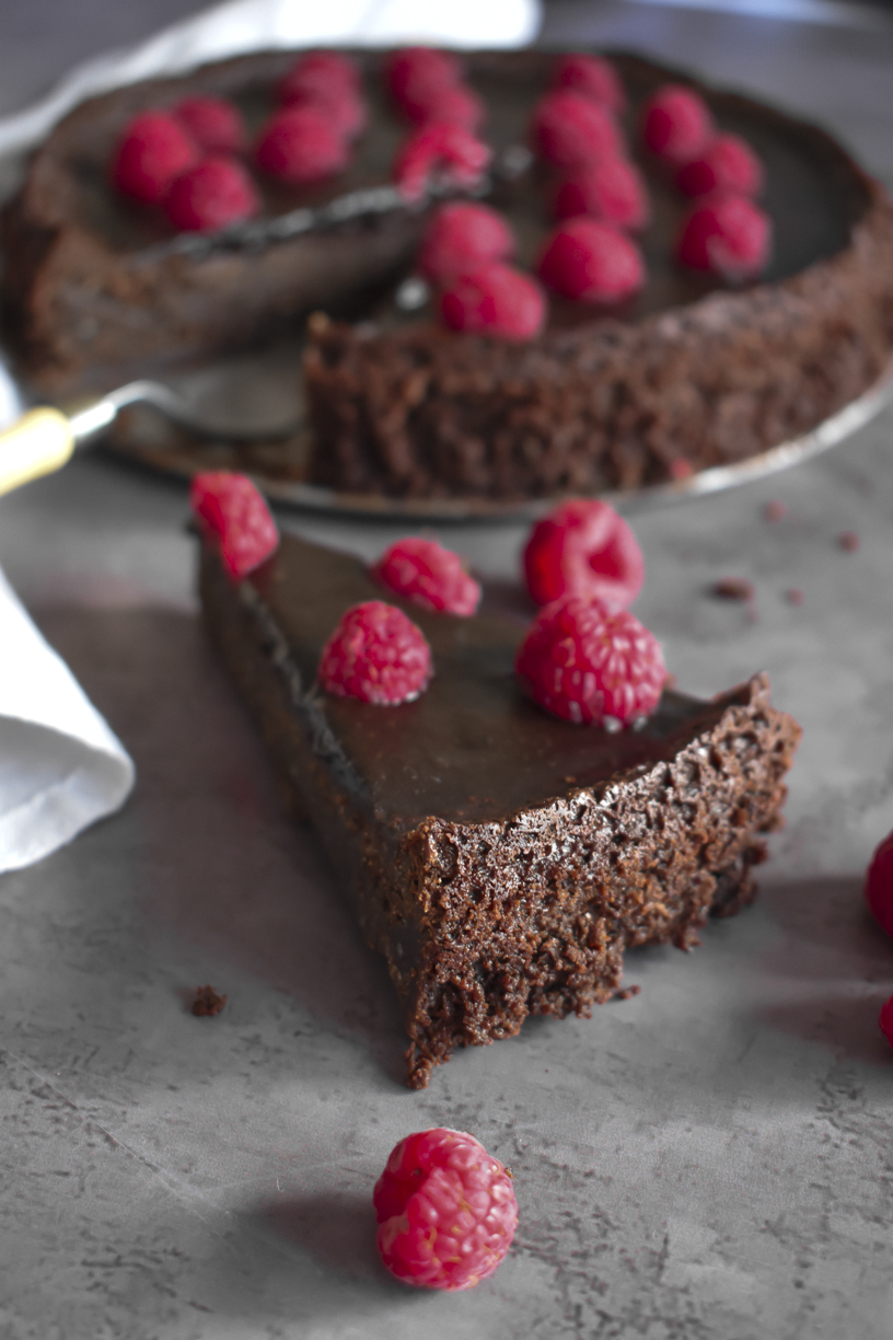 French Flourless Chocolate Cake 8