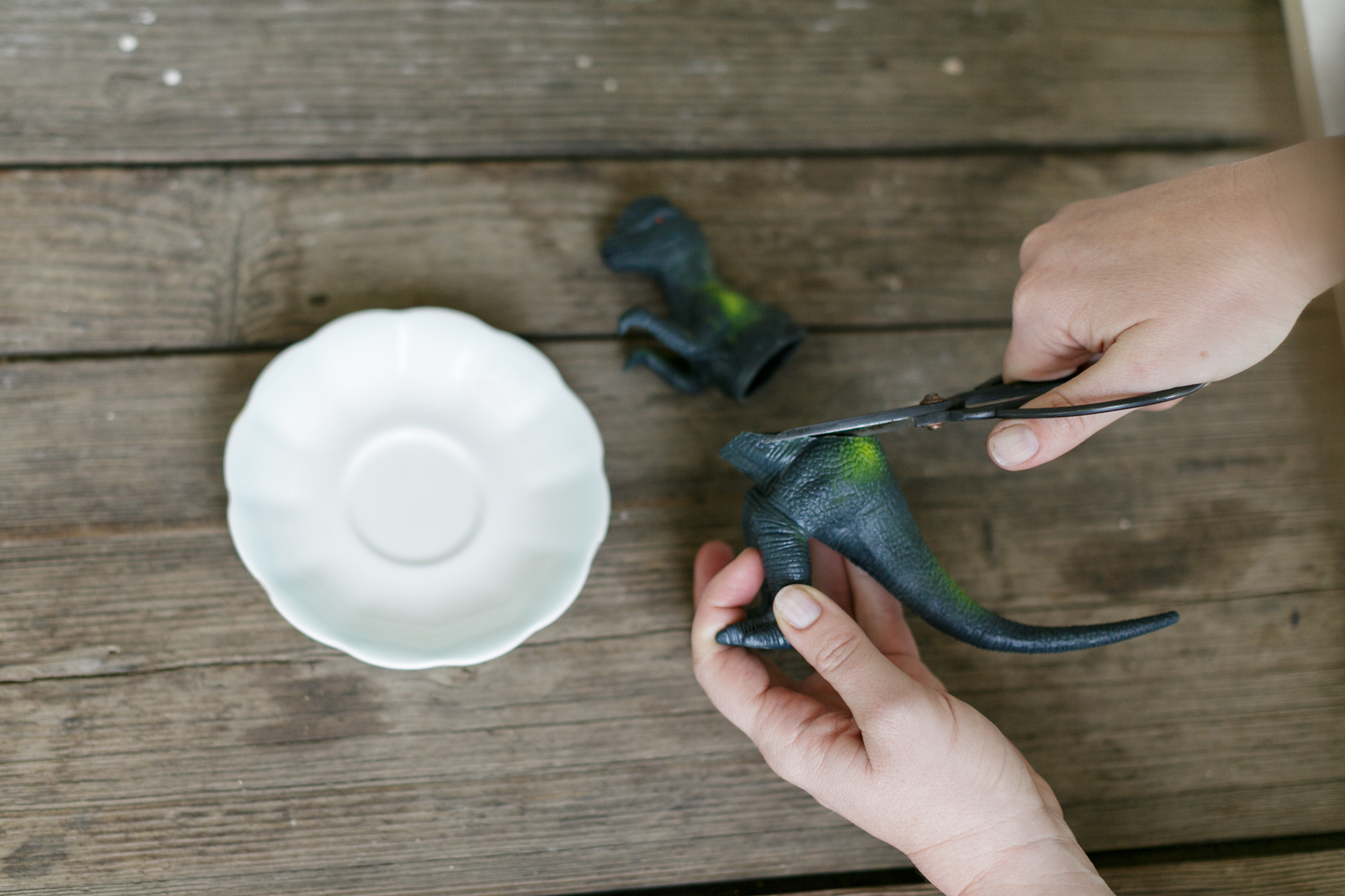 How to Make a Dinosaur Cake Stand 5